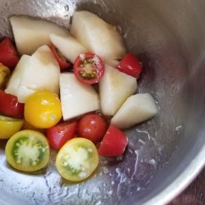 胃腸に優しい桃を使ったジンジャーサラダ