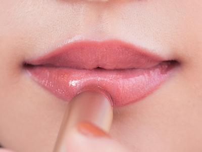 唇の大きさによってメイク方法をチェンジ