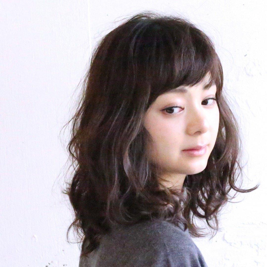 """【4】""""クラシカルウエーブ""""で丸顔をカバー"""