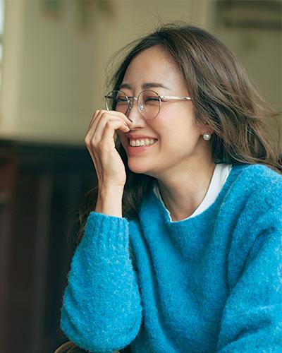 """40代にもおすすめ!眼鏡の美人効果で女っぽ仕上げ""""に"""