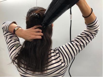 """多くて""""くせ""""のある髪の効率的な乾かし方"""