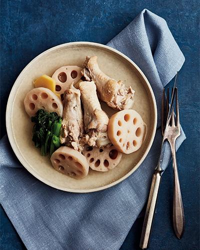 だしが出て優しい味わい「れんこんと鶏手羽のナンプラー煮」