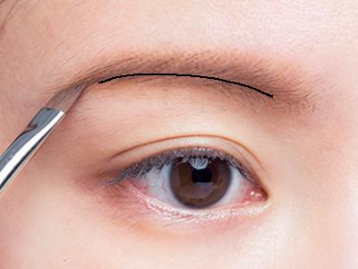 ペンシルとパウダーのW使いで作るナチュラル眉毛
