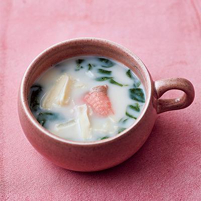 スモークサーモンとほうれん草のチーズみそ汁