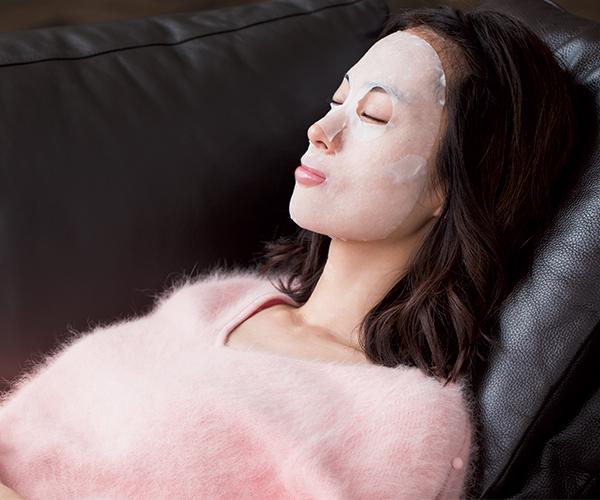 シートマスクで効率良く保水を2倍に! 潤いが増すことで格段にツヤっと明るく