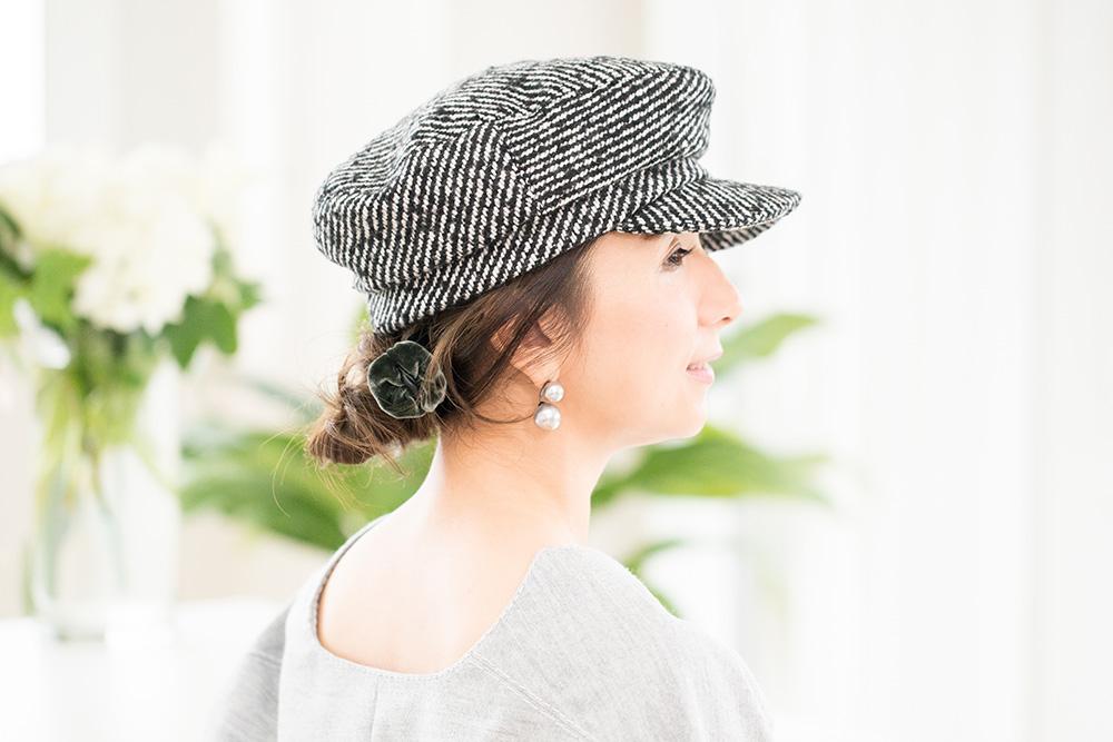 ハンチング帽に似合わせゆるシニヨン