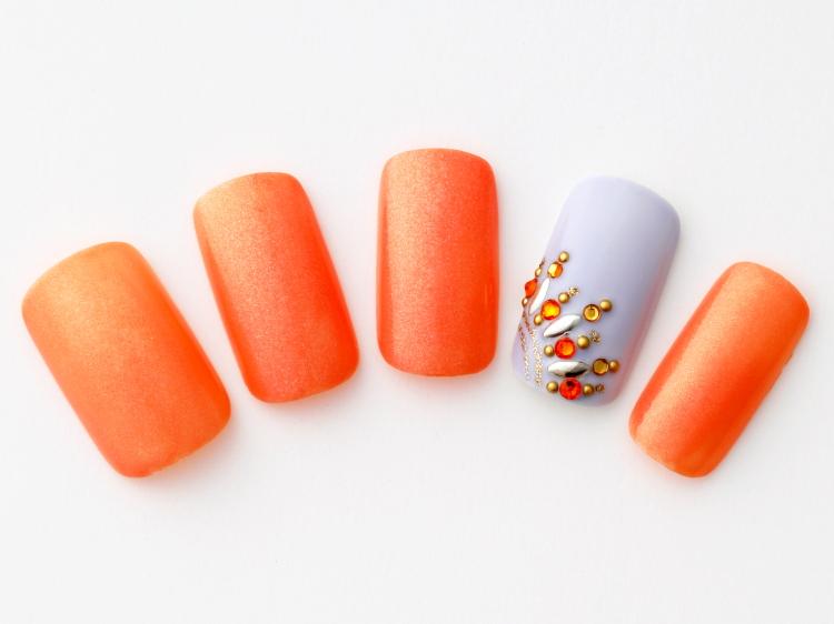 華やかなオレンジネイル