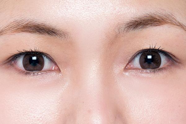 左右の高さが違う!高低差のある眉のメイク方法