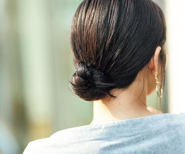 きっちりとしたまとめ髪ならミニマムシニヨン