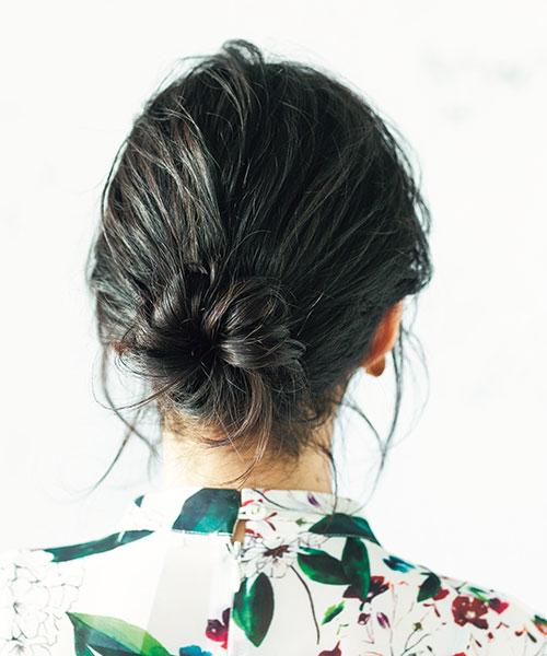 柔らかい髪×お団子=こぼれる後れ毛を活かして
