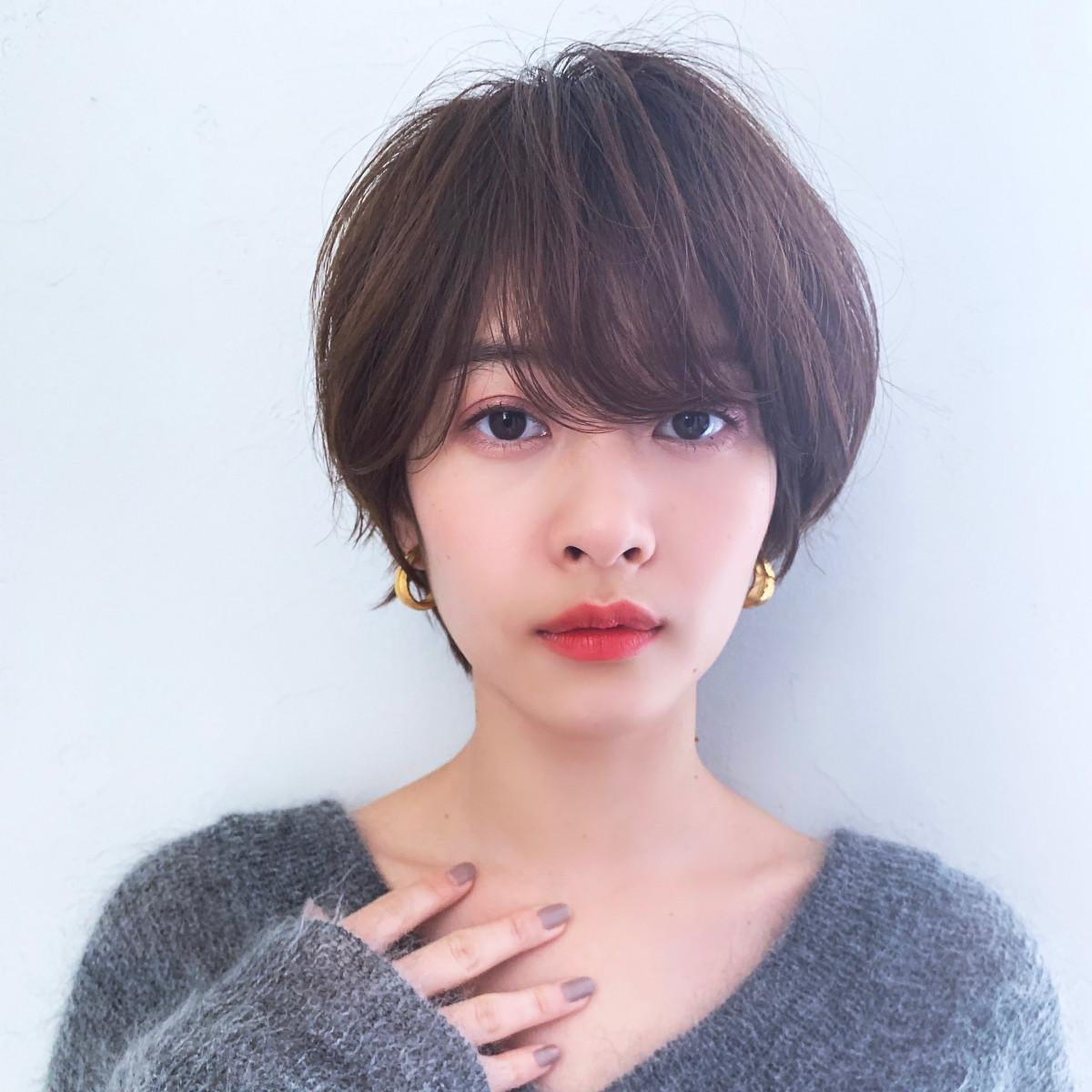 長め前髪×丸みシルエットが小顔効果に!