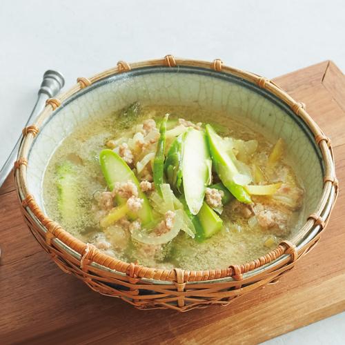 新玉ねぎとアスパラ、豚肉のジンジャースープ