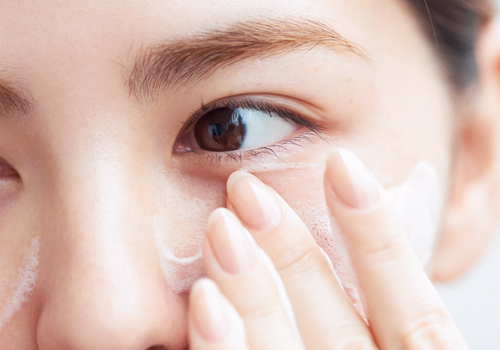 """""""透明ツヤ肌""""を手に入れるクレンジング&洗顔方法"""