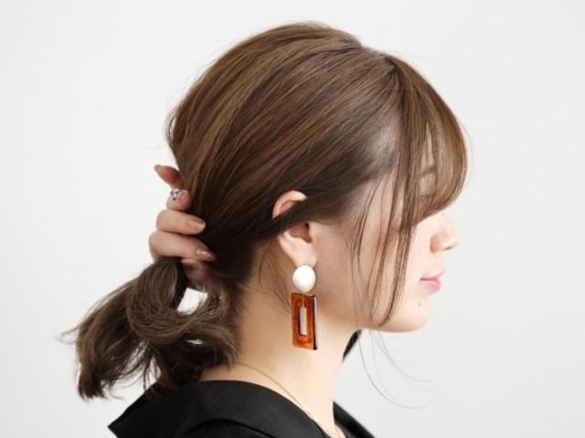 後れ毛が大人の色気をかもし出す!簡単シニヨン風アレンジ