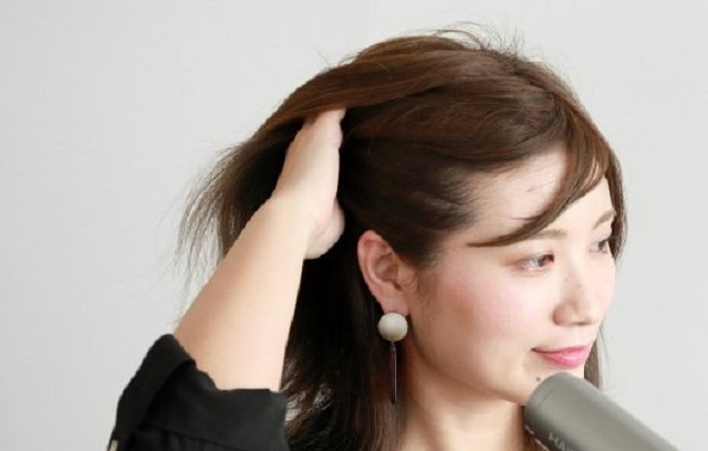 広がりを抑える髪の乾かし方