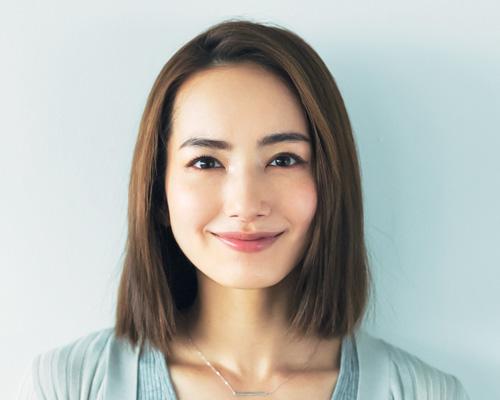 雑誌のモデル風なアンニュイ前髪の作り方