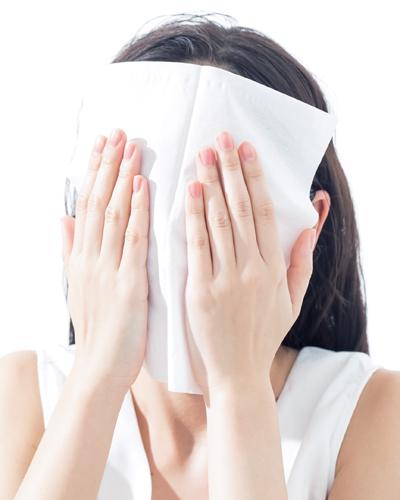 お昼とおやつタイムのひと吹きで毛穴の開きを整えるミスト化粧水3選
