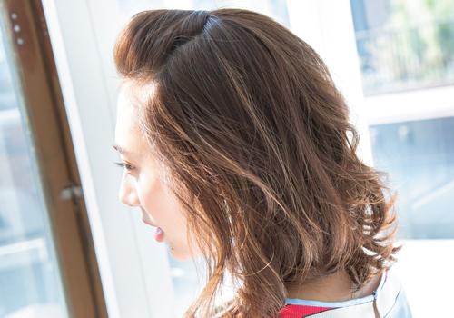前髪をアップするだけでスッキリ明るく