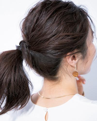 湿気でまとわりつく髪をすっきりアレンジ