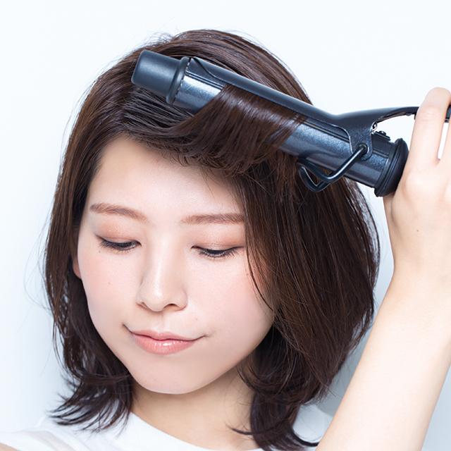 ガンコな髪質の伸ばしかけ前髪は横分け+ウエットでしなやかな透け感を