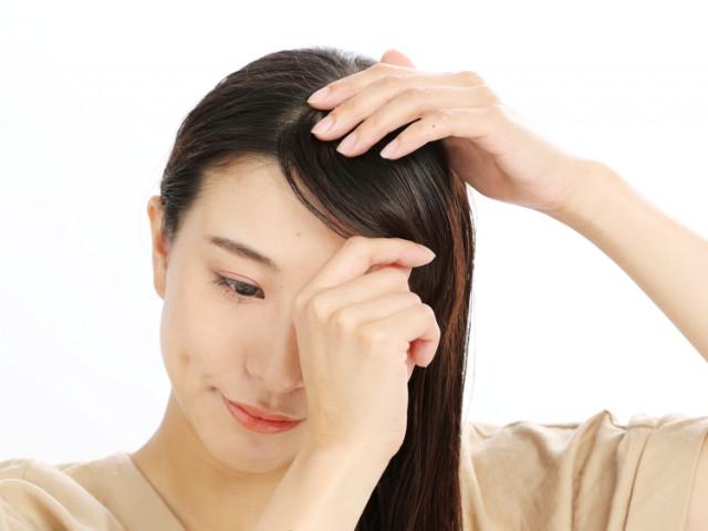 短い前髪を斜めに流してすっきり感をUP