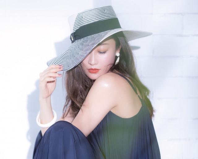 リゾートでも活躍♪神崎恵さんの帽子スタイル