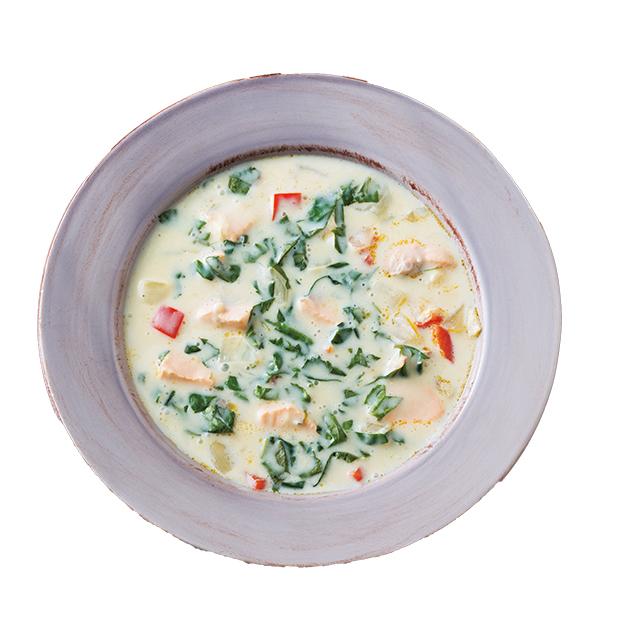食べ応えもあり!「サーモンとモロヘイヤの豆乳スープ」