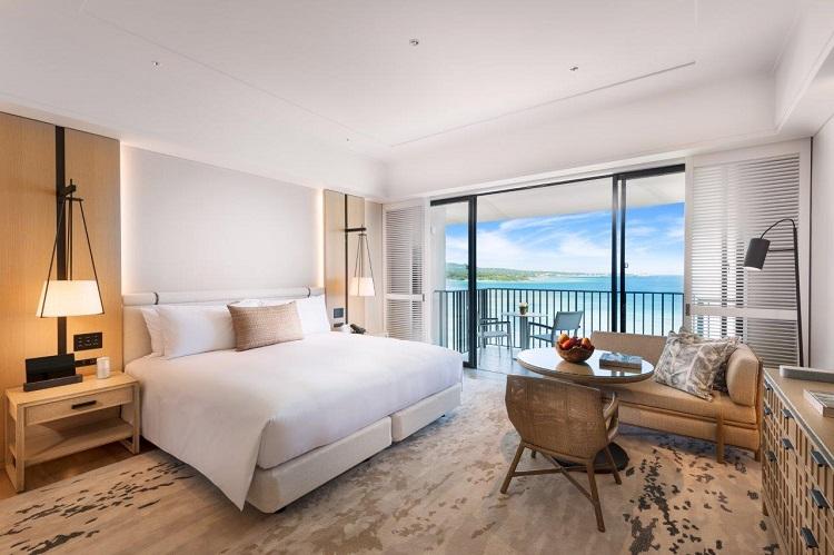 premiere-ocean-front-bedroom