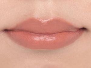 厚い唇は「オレンジベージュ」で品あるセクシーさを!