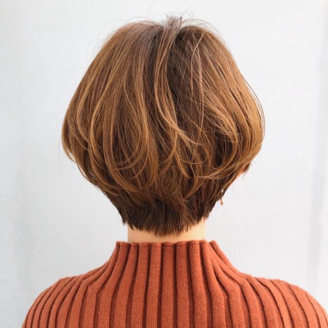 愛らしさ満点!小顔見せの大人かわいいマッシュショートヘア