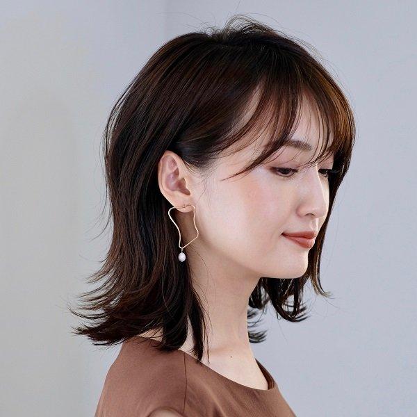 透け感前髪+シャレ感のある上品な外ハネミディ