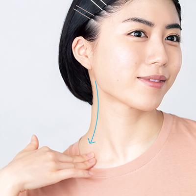 美容家・小林ひろ美さんの乳液デトックスマッサージ