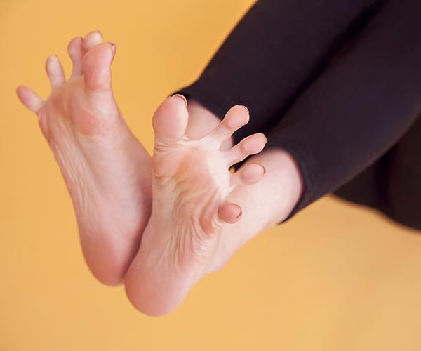 足指は常にグーパー