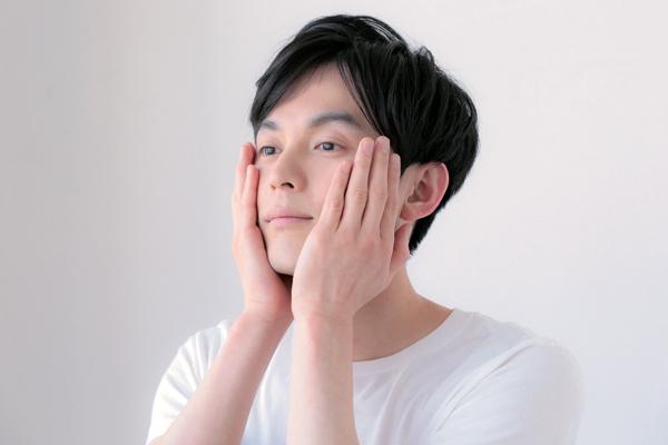 男性の毛穴、肌あれにはたっぷり水分を補うことが重要