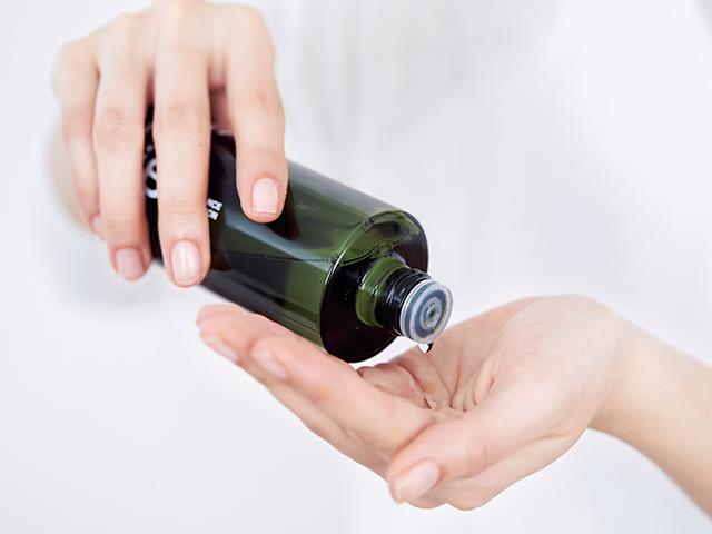 潤いを蓄える化粧水をたっぷり3回づけ