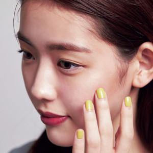 H&Mが解説!ベージュチークで小顔に見せるメイク方法