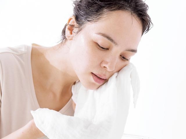"""毛穴の汚れや角質を""""からめとる洗顔のやり方"""