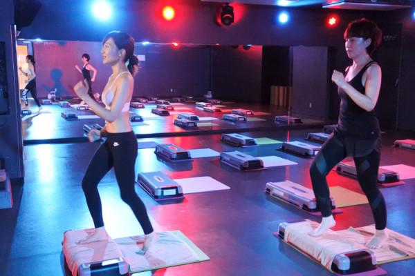 3か月で体脂肪率が10%落ちた人もいるという新感覚のステップ運動