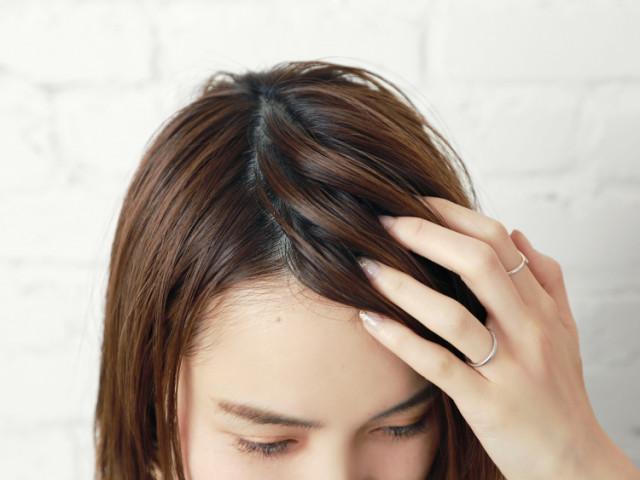 ポニーテールに似合う短め前髪アレンジで大人らしいすっきりとした印象に