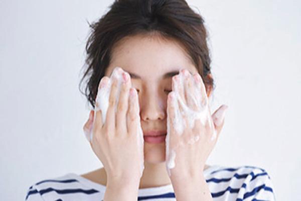 毛穴対策スキンケアの3STEP洗顔