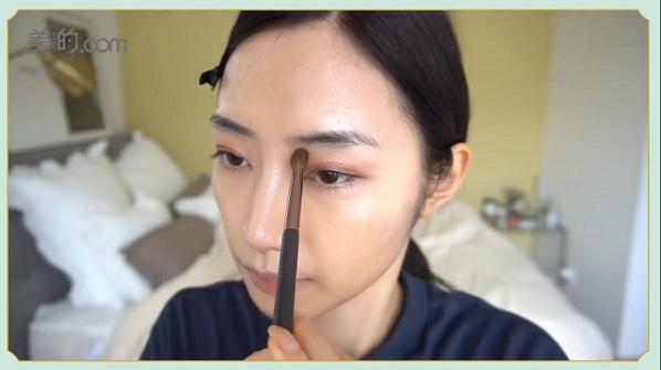 STEP6:シェーディングを眉頭と小鼻の脇に入れる