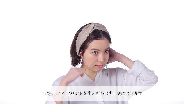 【2】ヘアバンドを使ったざっくりハーフアップアレンジ